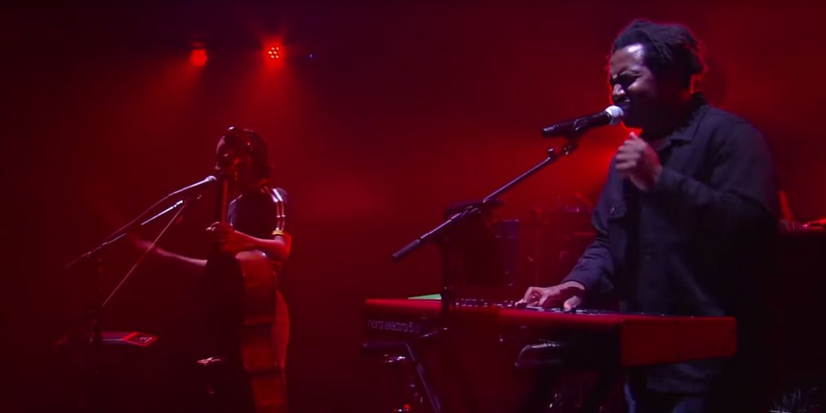 """Watch Sampha Set Fire To The Rain With His Performance of """"Blood On Me"""" On The Late Show"""