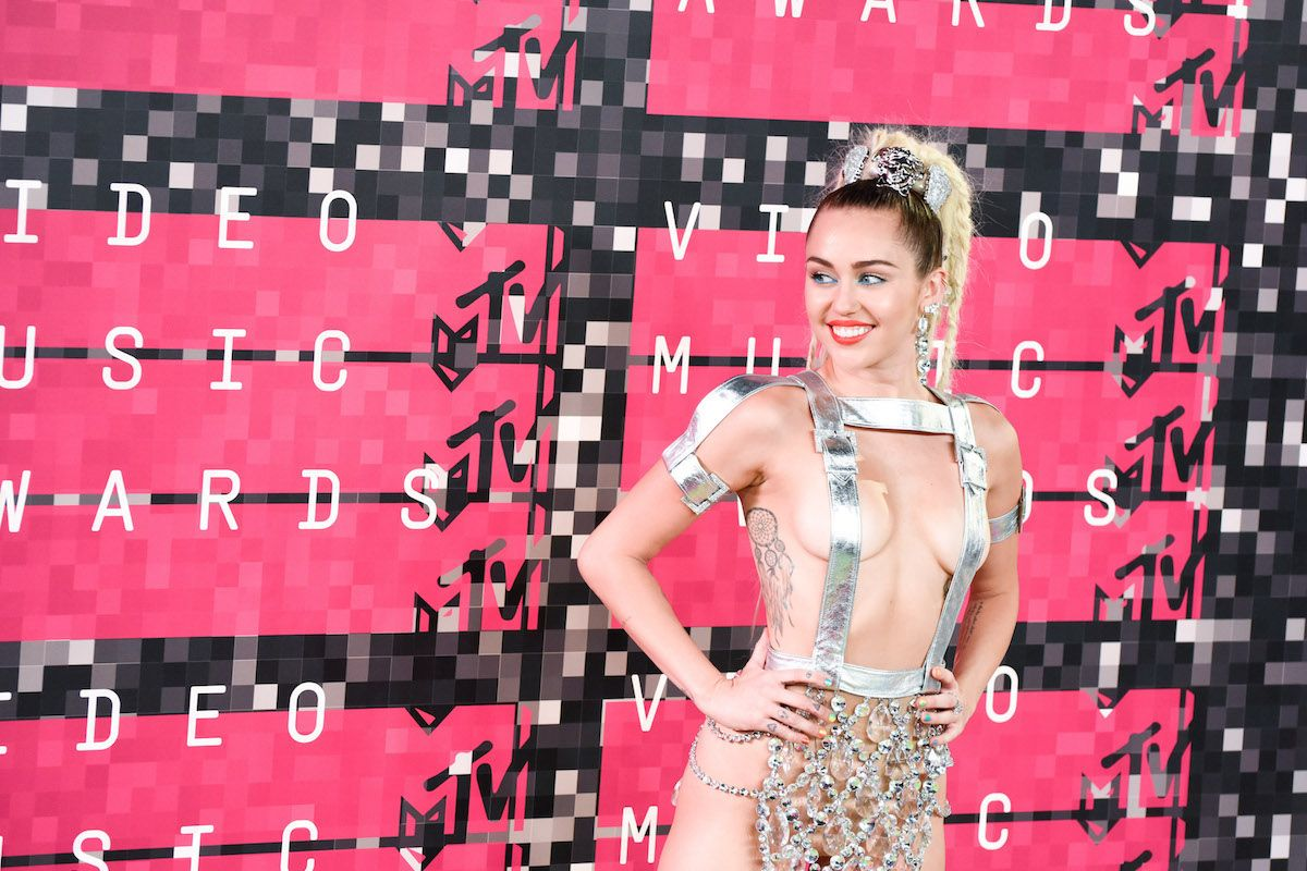 Miley Cyrus Thinks Red Carpets Suck Major Ass