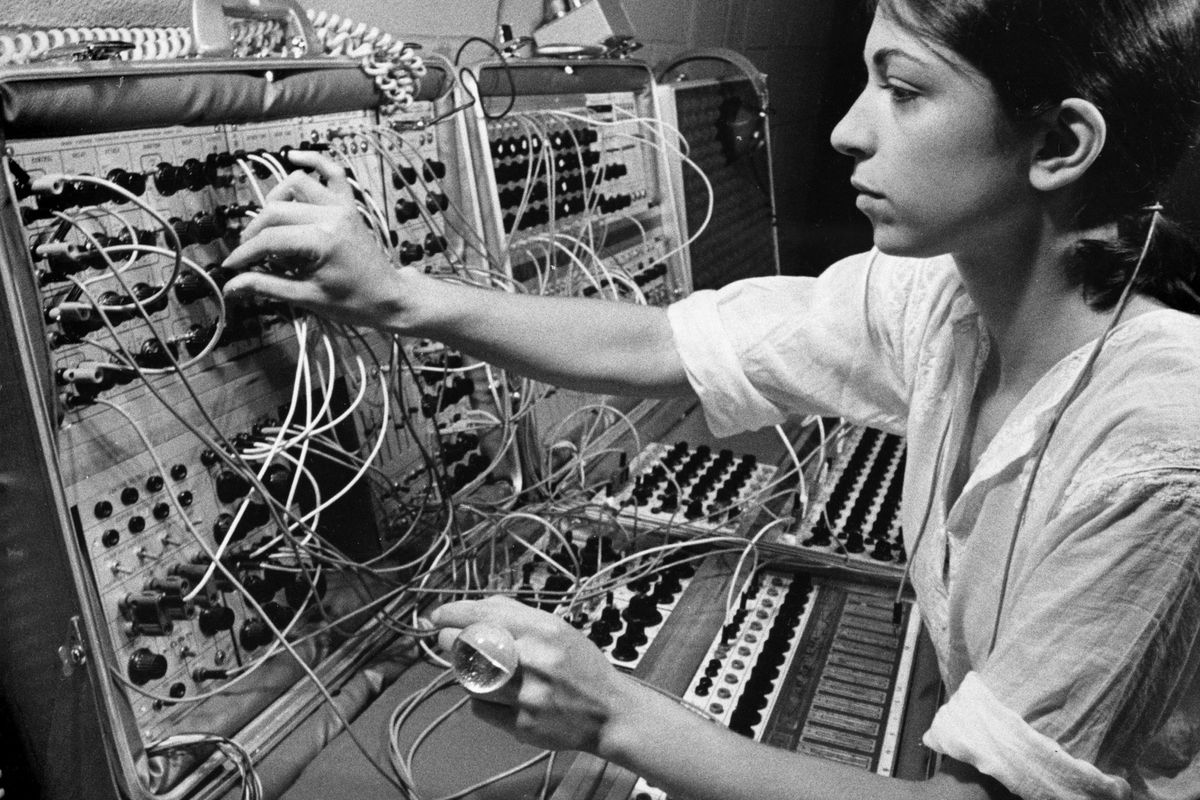 "Synth Pioneer Suzanne Ciani Talks ""Sunergy,"" Sexism and Coming Full Circle"