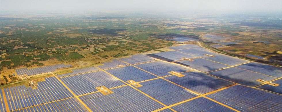 World's Largest Solar Plant Goes Online
