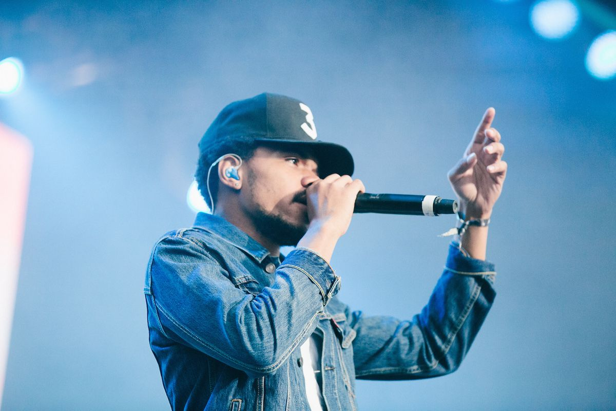 Watch Chance The Rapper Thwart A Crazy Fan Who Rushed The Stage