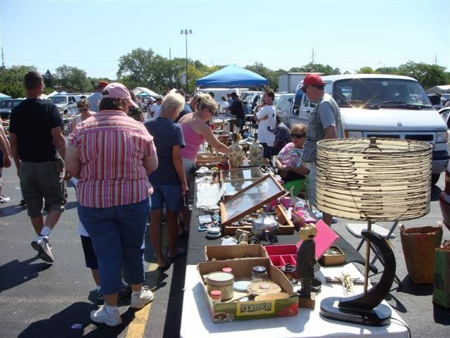The 10 Best Flea Markets For Finding Vintage Treasures - Only Good