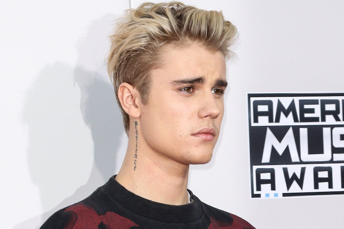 Watch Justin Bieber's Impromptu Piano Pub Performance