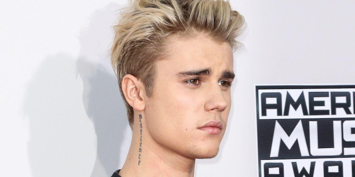 Watch Justin Bieber's Impromptu Piano Pub Performance