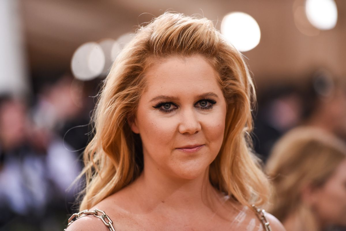 """Amy Schumer Calls People Who Voted For Trump """"Weak"""""""