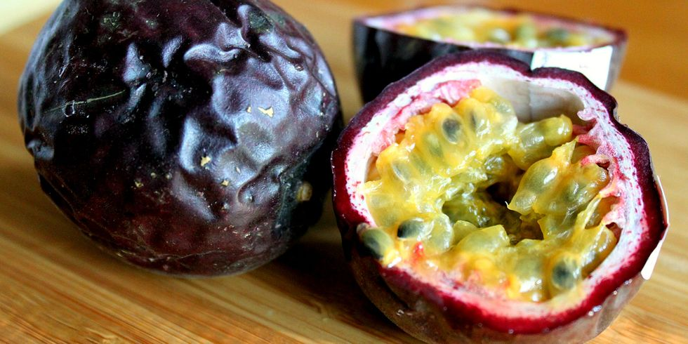 3 Reasons to Eat Antioxidant-Rich Passion Fruit