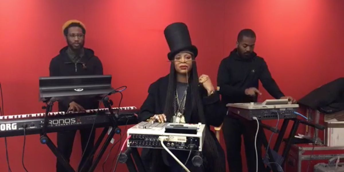 """Watch Erykah Badu's Transcendent Live Performance Of Classics""""On & On"""" And """"Time Is Wastin"""""""