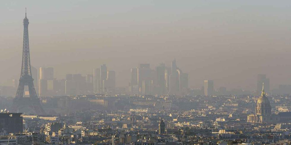 Paris Suffers Worst Air Pollution in 10 Years, Limits Cars and Makes Public Transit Free
