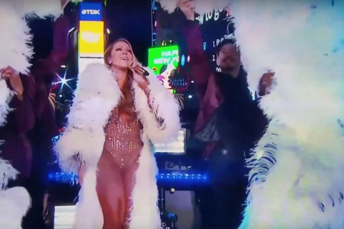 Jenny McCarthy Doesn't Think Mariah Carey Has The Range. Ahem. -_-