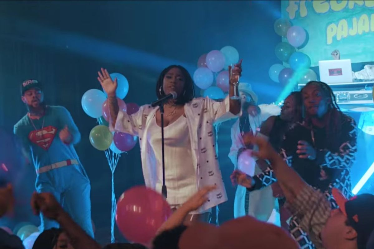 "Watch Kamaiyah Host A '90s Silk Robe Pajama Party In The Video For ""Freaky Freaks"""