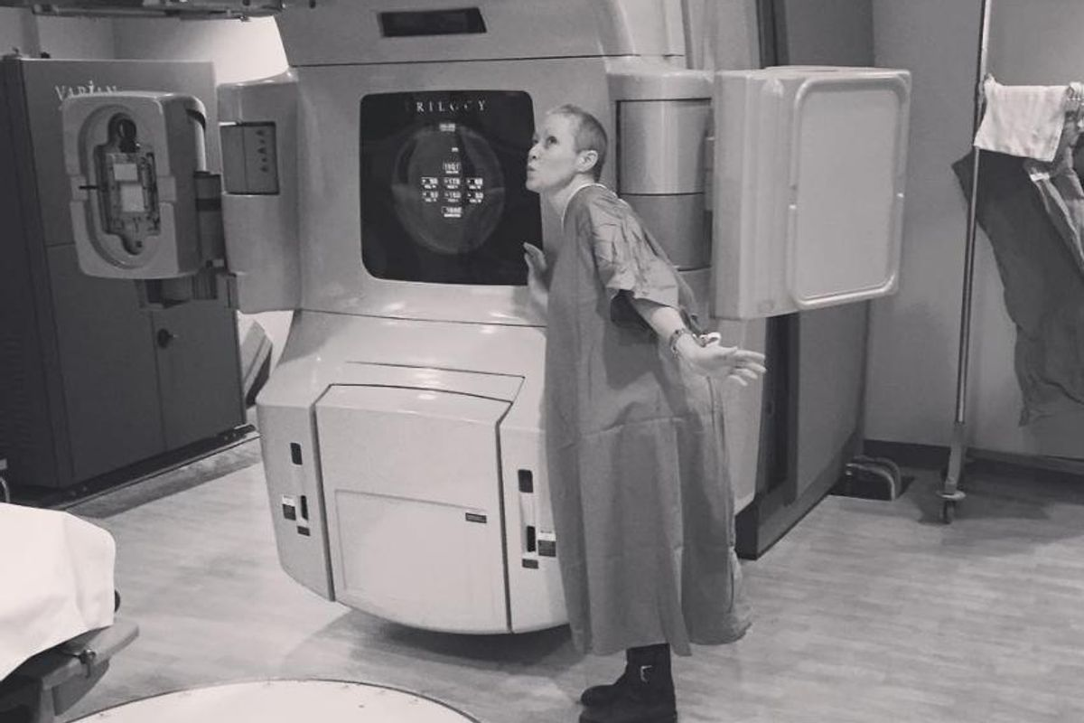 "Shannen Doherty Shares Tribute To Her ""#CancerSlayer"" Radiation Machine"