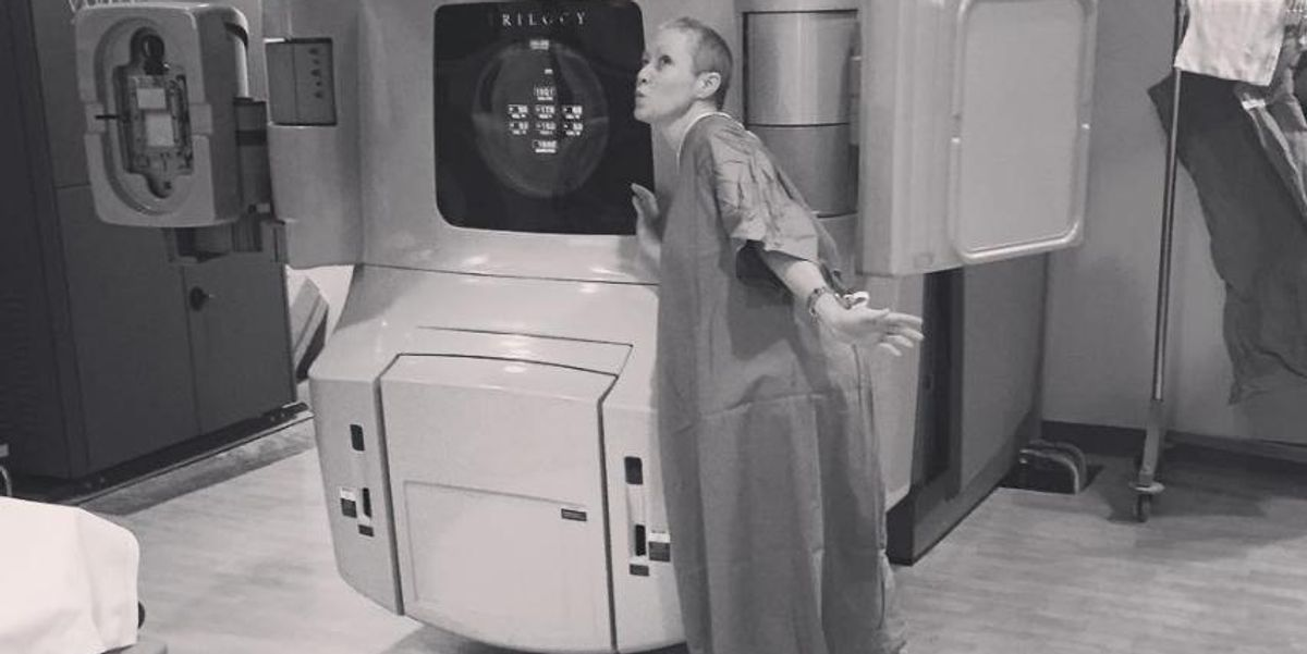 """Shannen Doherty Shares Tribute To Her """"#CancerSlayer"""" Radiation Machine"""