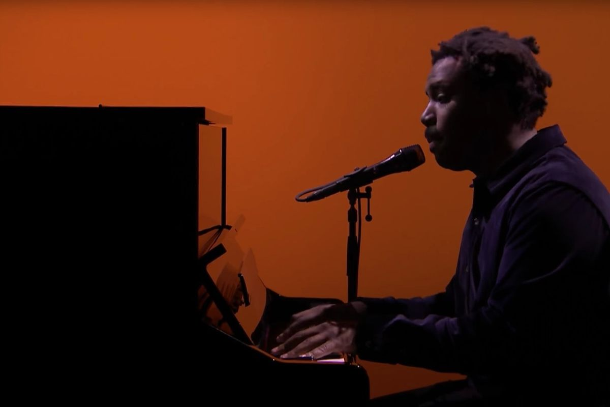 """Watch Sampha's Gorgeous Performance Of """"No One Knows Me"""" On The Tonight Show"""