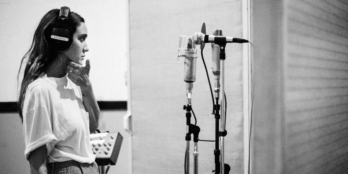 "Premiere: Listen to Jesse Jo Stark's New Track, ""Driftwood"""