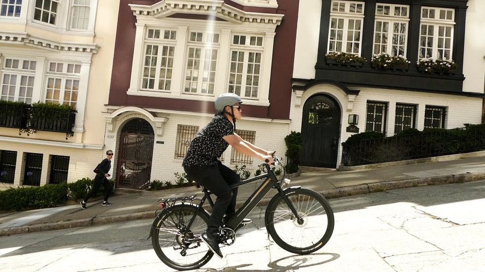 Pedal-Assisted E-Bike Makes Commuting Fun and Easy