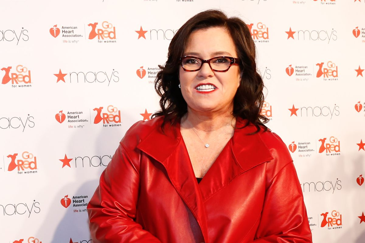 """Rosie O'Donnell Offers To Play Steve Bannon On """"SNL"""""""
