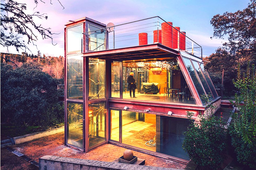 Incredible Glass House Honors Nature
