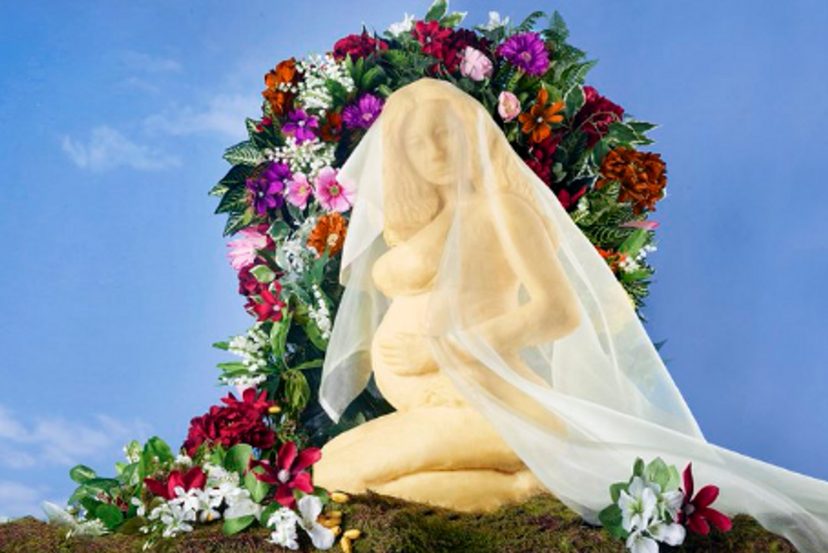 """Someone Made a Pregnant Beyoncé Out of Cheese and Named Her """"Brie-oncé"""""""