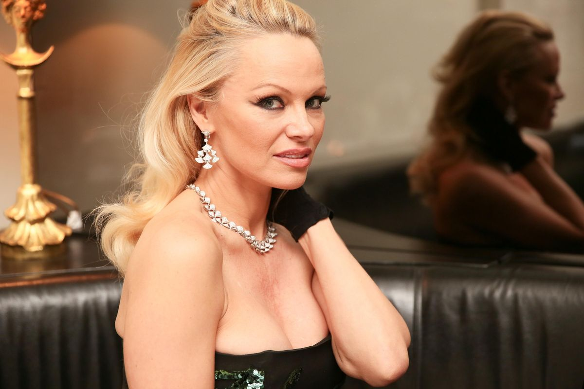 Pamela Anderson Wrote About Her Support for Julian Assange in a Bizarre New Blog Post