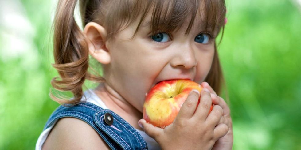 Want to Avoid Feeding Your Kids Pesticides That Can Harm Their Brains? Read This