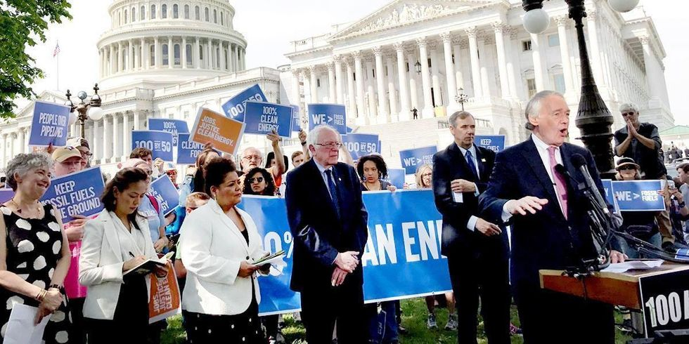 100% Clean Energy BillLaunched by Senators to Phase Out Fossil Fuels by 2050