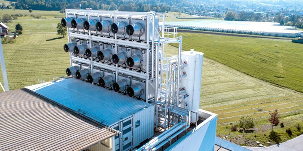 World's First Commercial Carbon Sucking Machine Turns Greenhouse Gas Into Fertilizer