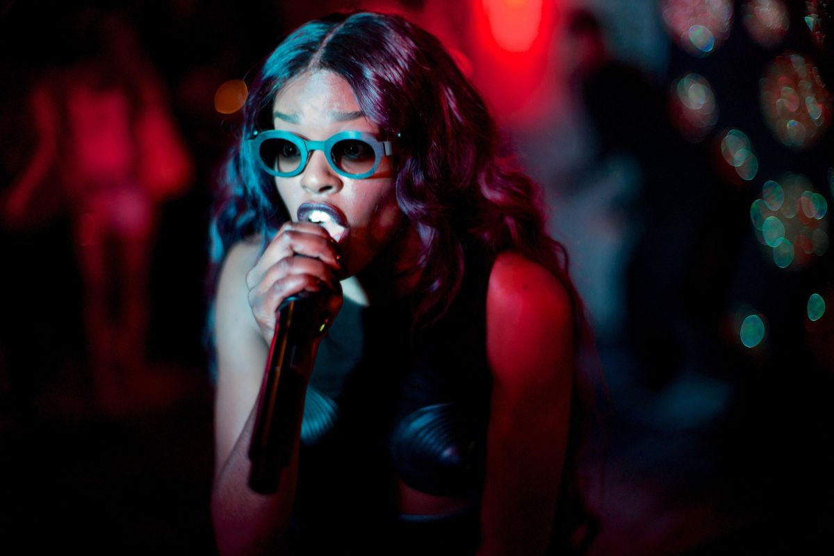 """Azealia Banks Is Back in Full-Form for New Hip-Hop Track """"Chi Chi"""""""