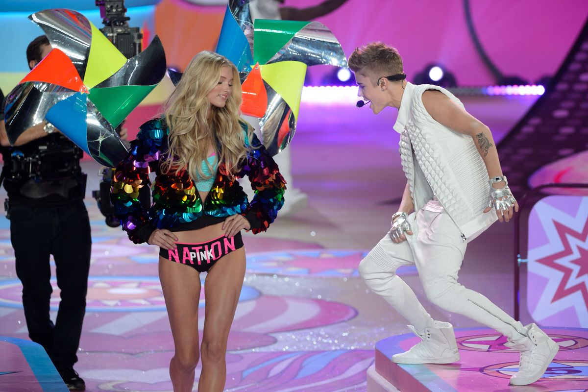 Of Course Justin Bieber Recruited Victoria's Secret Angels to Debut His New Single