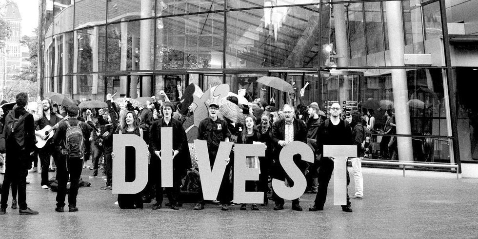 15 Top Groups Divest from 'Pipeline Banks'