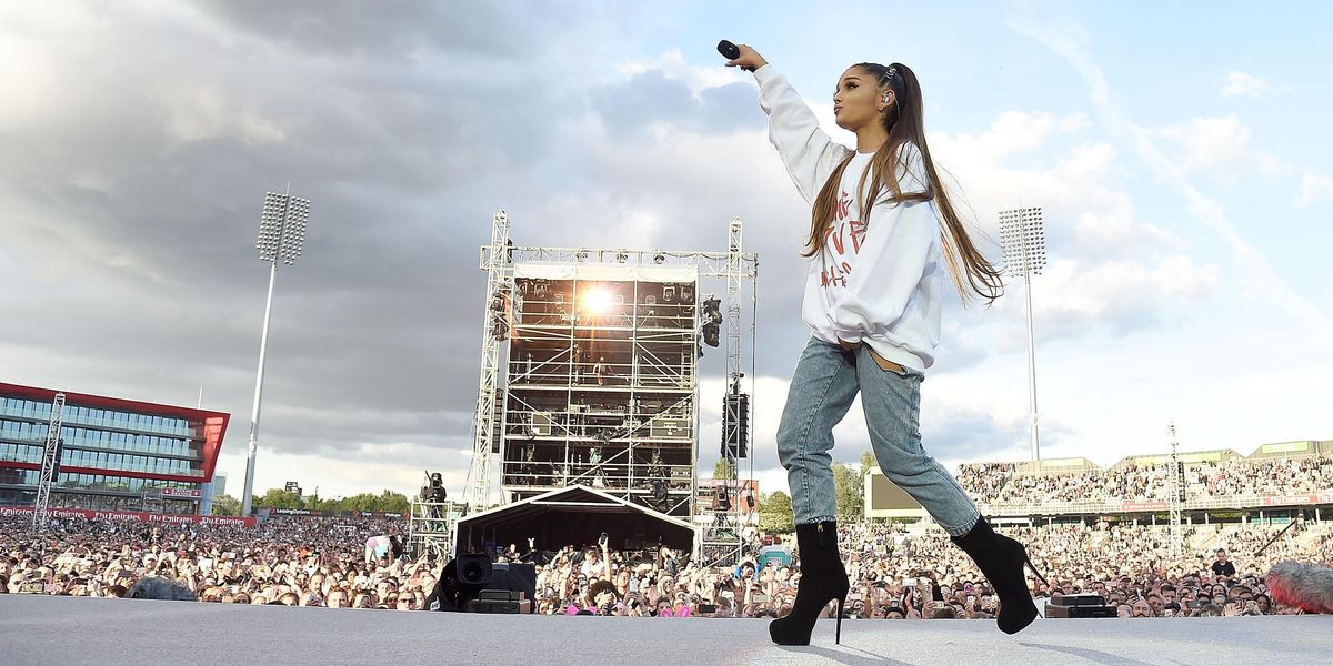 """Ariana Grande Dedicates Proceeds From Live Version Of """"Somewhere Over The Rainbow"""" To Manchester Bombing Victims"""