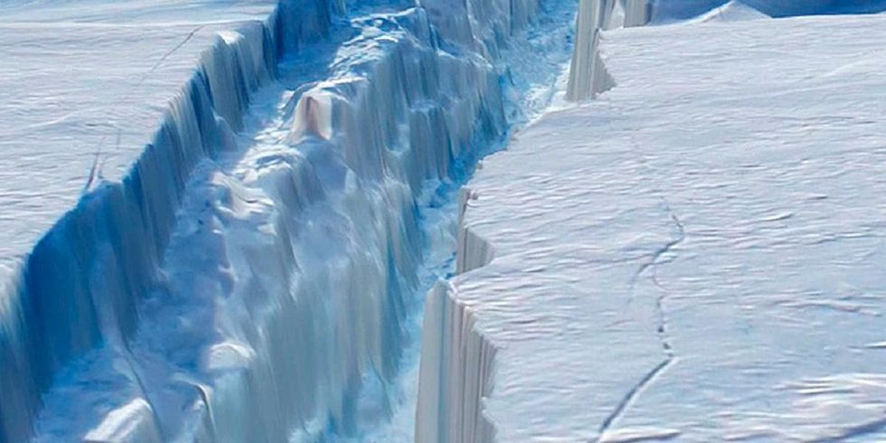Scientists Alarmed as Delaware-Sized Iceberg Breaks Off Antarctic Ice Shelf