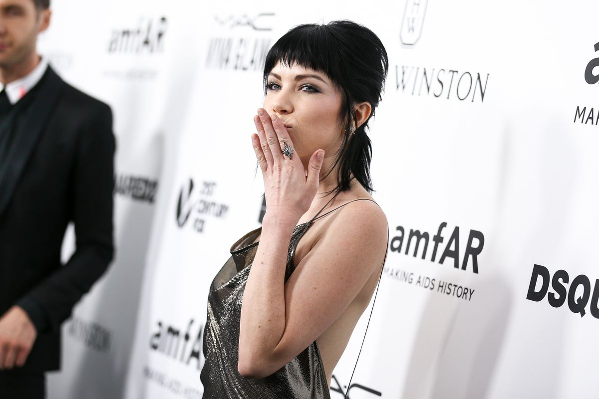 "Carly Rae Jepsen Describes Her New Album As a ""Weird Little Experiment"""