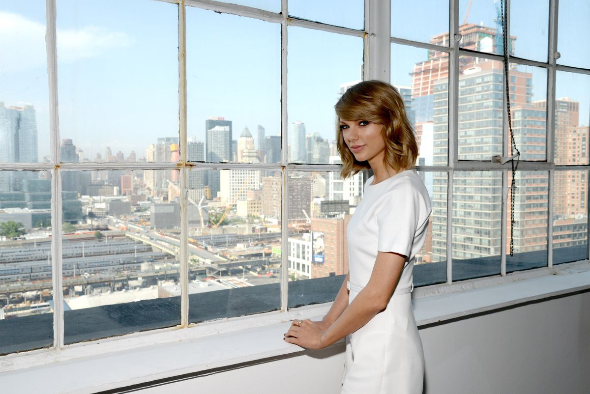 Does Taylor Swift Travel Now in a Suitcase?