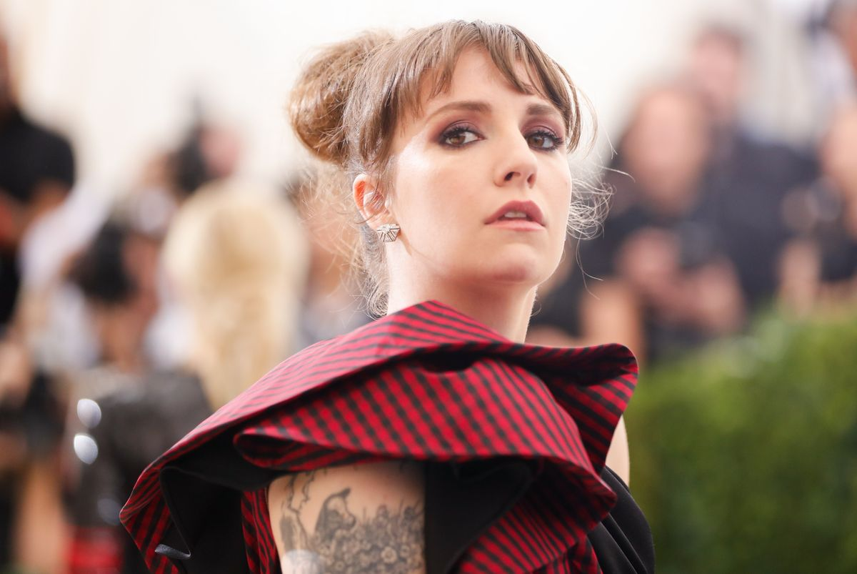 "Lena Dunham Will Appear On Season 7 Of ""American Horror Story"""