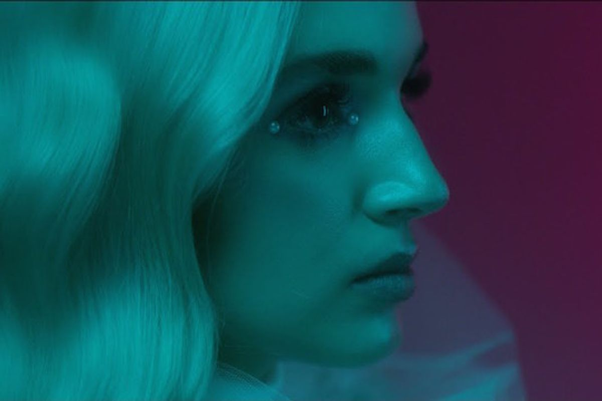 """Premiere: Poppy Catches You in Her """"Interweb"""" in New Video"""