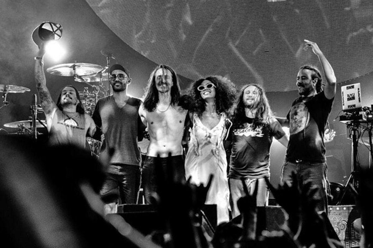 Watch Solange Perform Onstage With Your Middle School Faves, Incubus (!!)