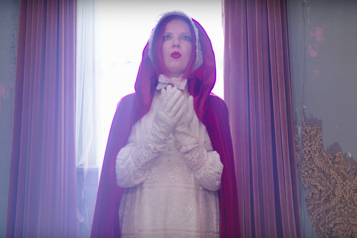 """Garbage Unleashes Apocalyptic Visions In """"No Horses"""" Music Video"""