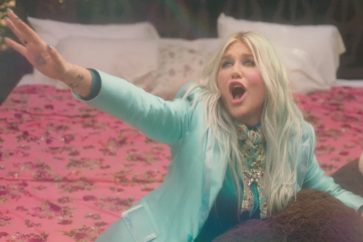 """Kesha Relives Her Childhood In Joyous """"Learn To Let Go"""" Music Video"""