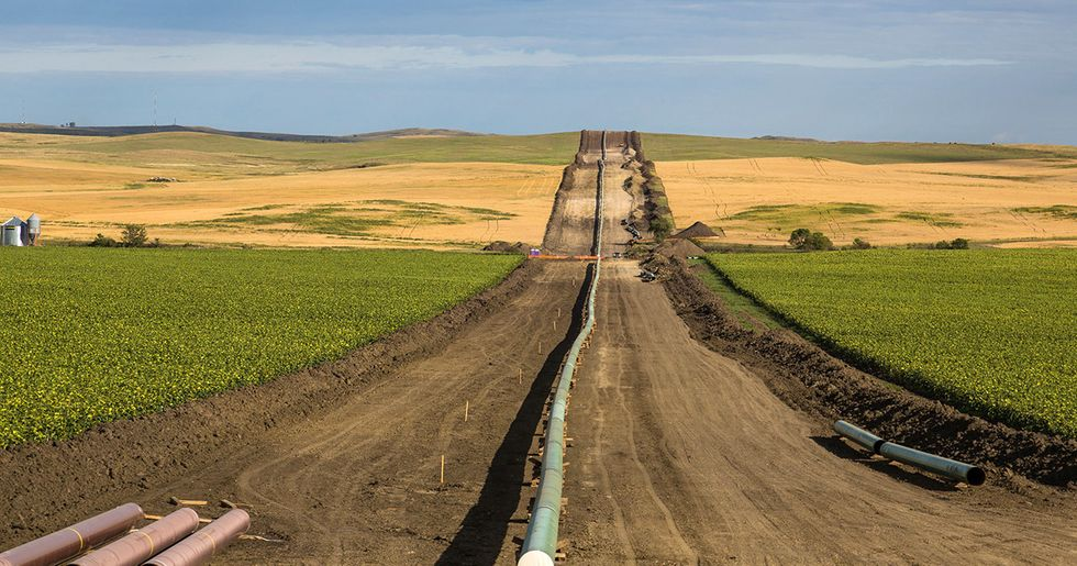 Feds Urge Judge to Keep Oil Flowing in Dakota Access Pipeline During Environmental Review