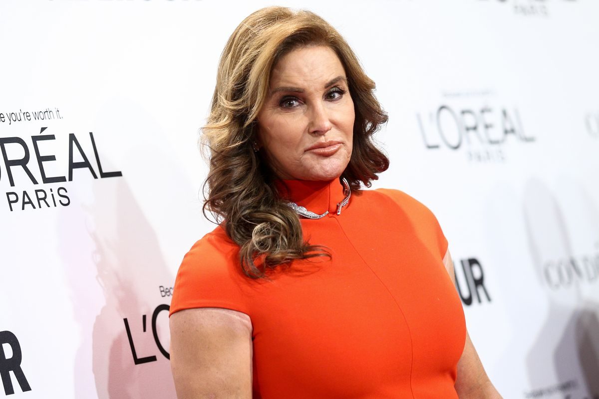 """Caitlyn Jenner Apologizes for 'MAGA' Hat """"Mistake"""""""
