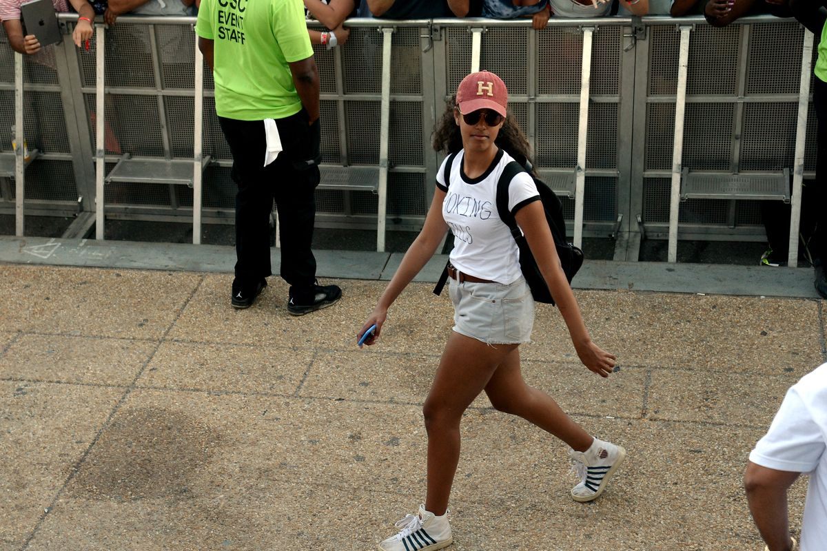 Watch Malia Obama Writhe On the Ground Like a 60s Rock God at Lollapalooza