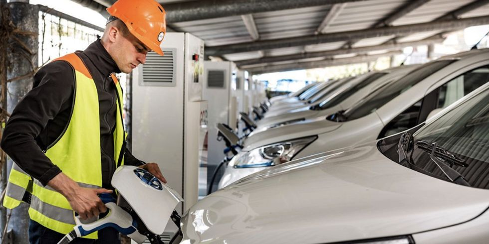 Parked Electric Cars Earn Cash While Feeding the Power Grid