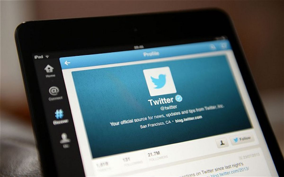 Ten Twitter Accounts Every College Student Should Follow