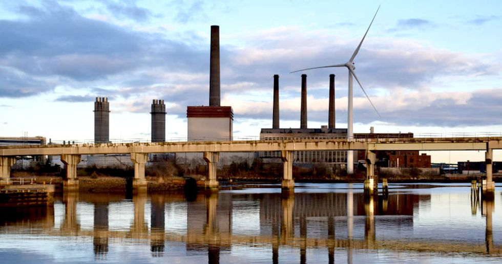 9 States Embrace Clean Energy, Agree to Cut Power Plant Emissions an Extra 30%