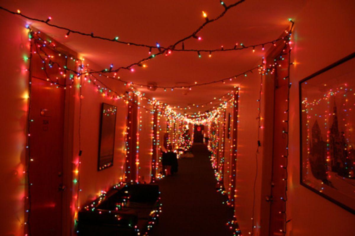 8 Cheap Dorm Holiday Decoration Ideas
