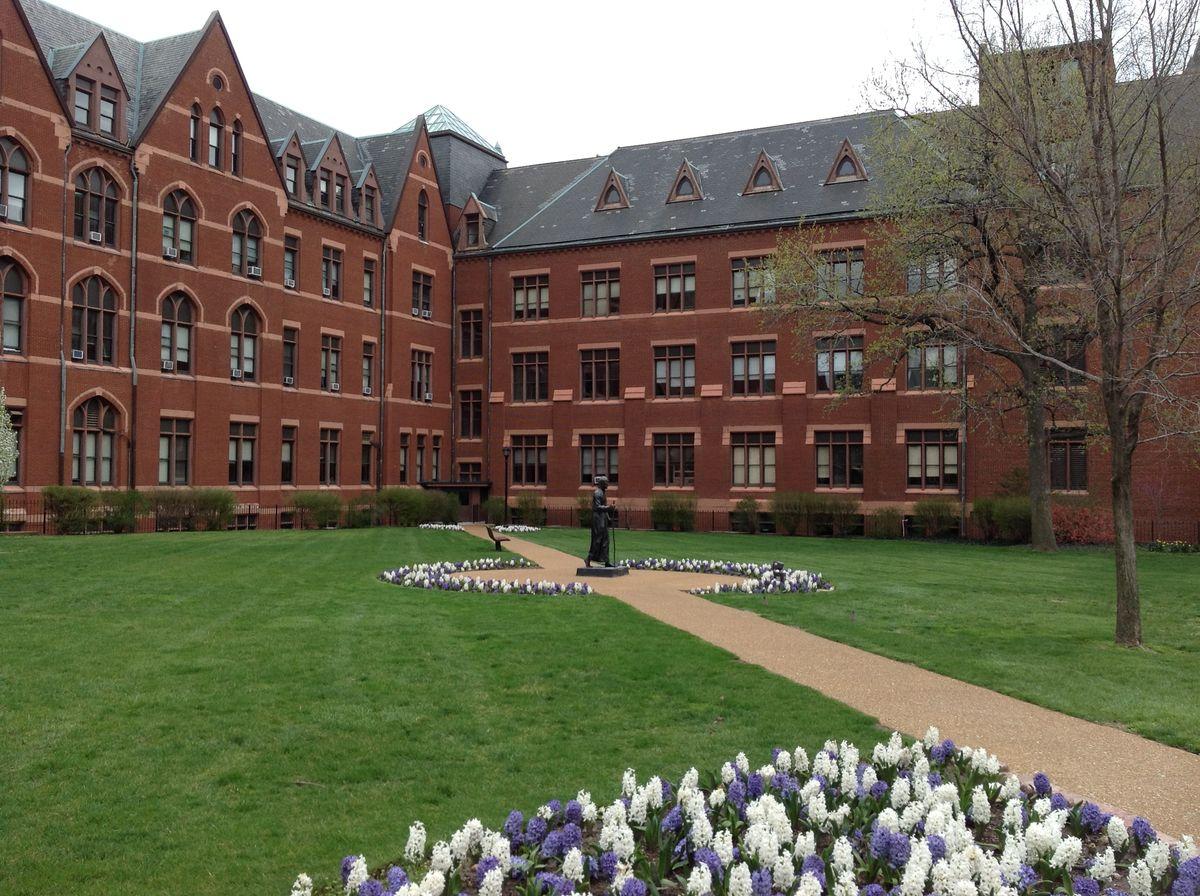 Advice For Freshmen At St. Louis University