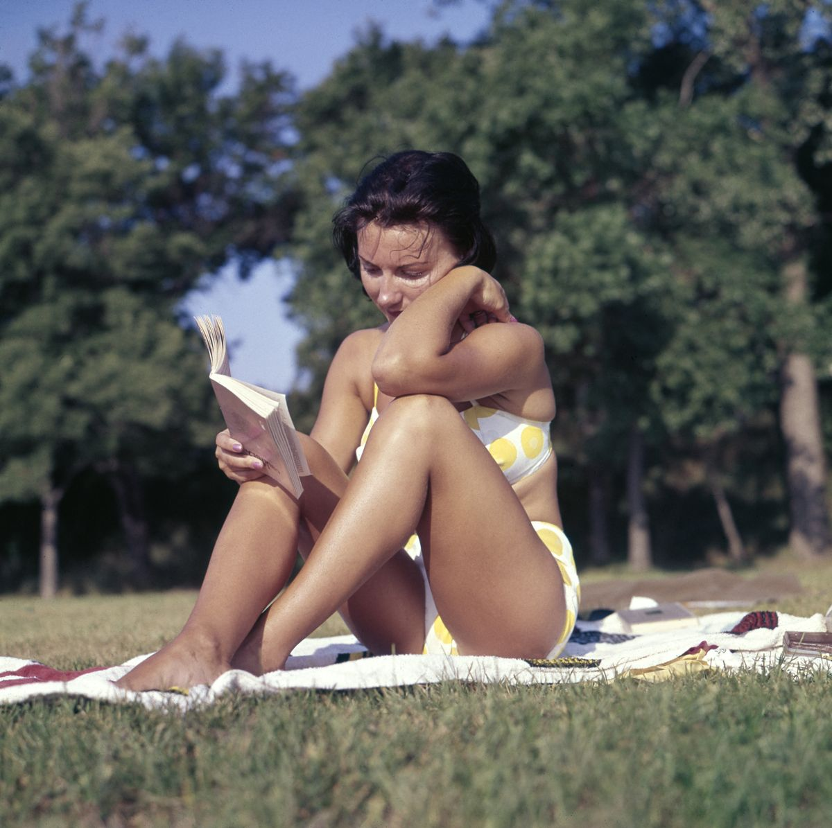 15 Books Perfect For Your Summer Reading List