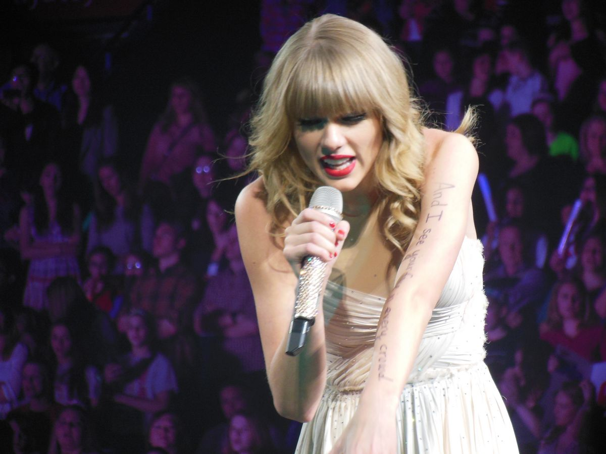 47 Things This English Major Noticed About T Swift's New Single.