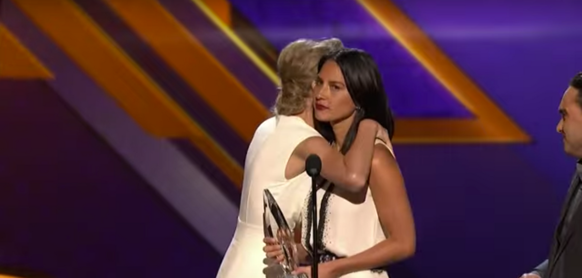 11 Things You Understand If You Hate Physical Contact