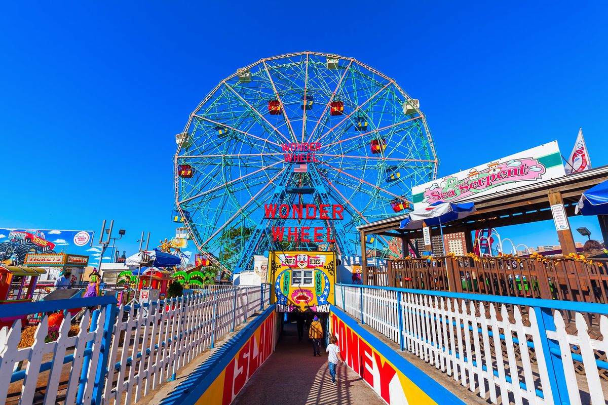 14 Things You Learn When You Work At An Amusement Park